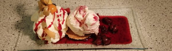 """""""Eis des Monats"""" Oktober 2021: Griechischer Joghurt mit roten Früchten"""